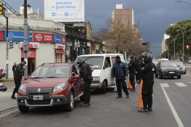 Queda prohibida la circulación de ¡los vehículos particulares desde las 18 hasta las 6 de la mañana del día siguiente.