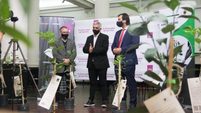El programa debutó con un acto del que participó el rector Franco Bartolacci y en el que se entregaron 50 árboles.