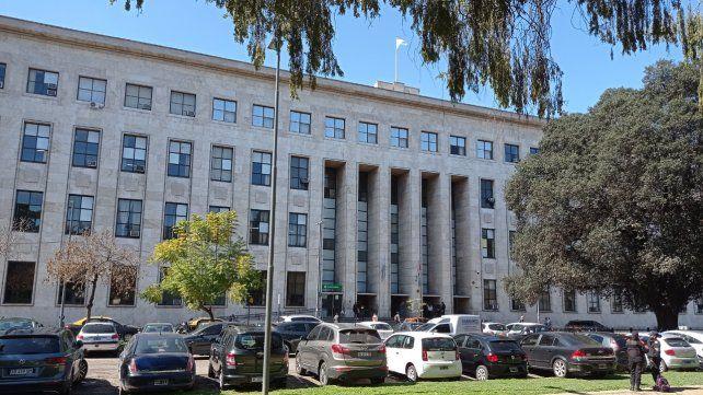 Los Tribunales de Rosario y del sur provincial sólo atenderán con turno previo
