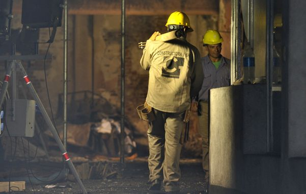 Las tareas se centran en encamisar las columnas que fueron más dañadas por el fuego.