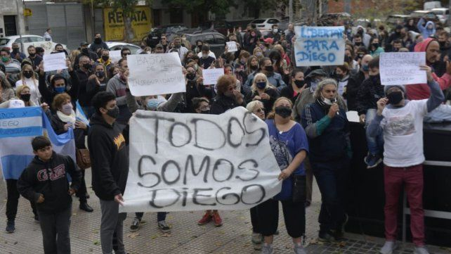 Los manifestantes reclamaron la libertad para el imputado.
