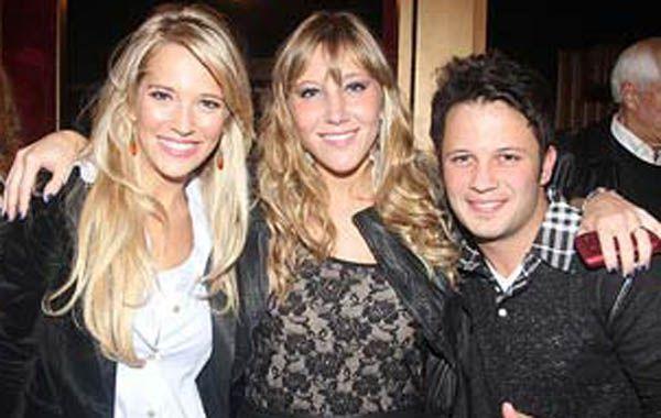Luisana junto a sus hermanos Daniela y Darío.