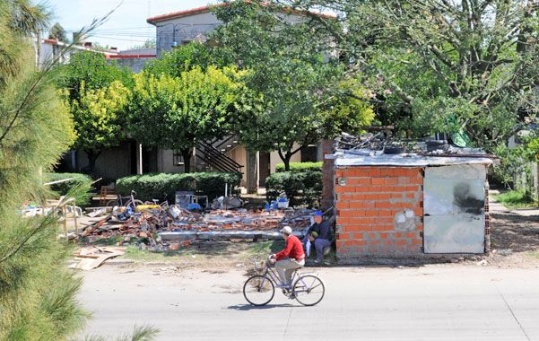 Mendoza y Donado. Había cocheras instaladas en el espacio público.