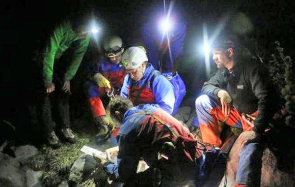 Delicado. El especialista tiene heridas en la cabeza y en el cuerpo. El grupo de asistencia comenzó ayer el ascenso.