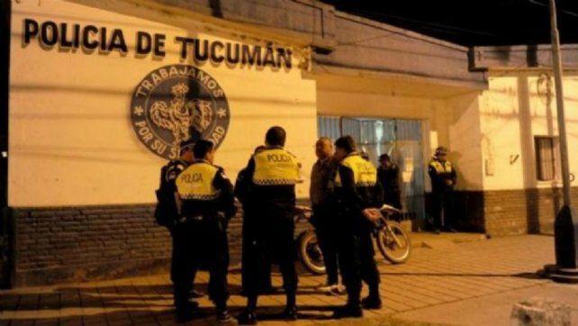 Vecinos se manifestaron en una comisaría local tras el terrible abuso sufrido por una adolescente.