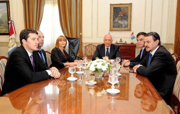 Gils Carbó y Bonfatti se reunieron en la sede Rosario de la Casa de Gobierno.