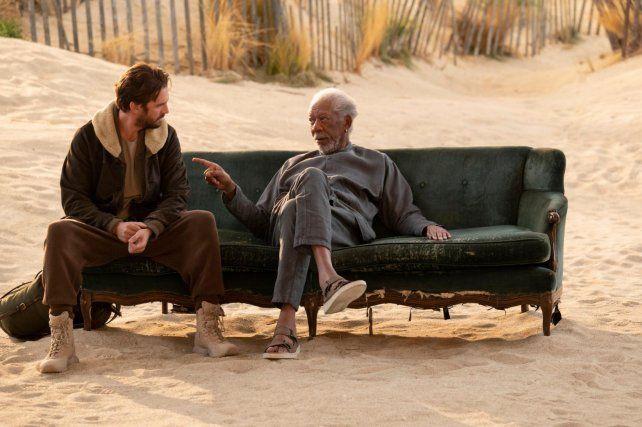 Futuro cercano. Morgan Freeman y Dan Stevens en el episodio final.