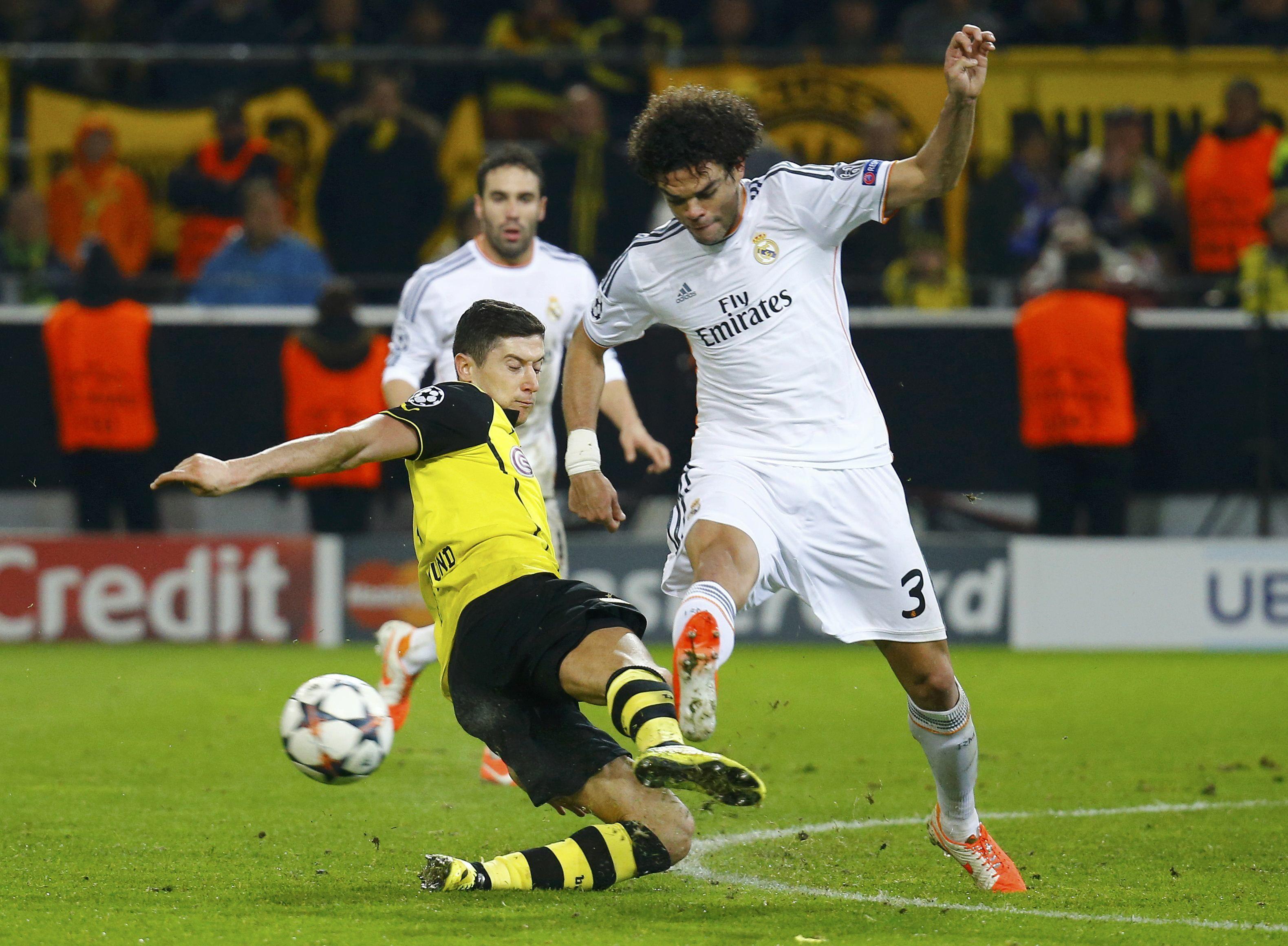 El duelo entre españoles y alemanes se jugó en cancha del Borussia.