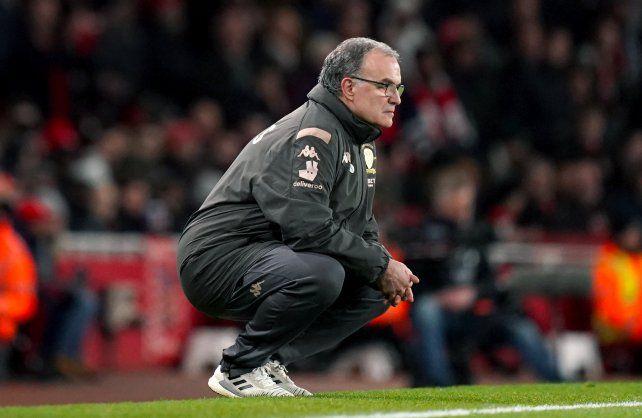 En Inglaterra dicen que Marcelo Bielsa seguiría por un año más como técnico de Leeds.