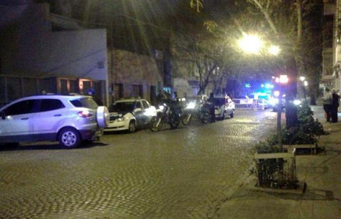 La policía organizó rápidamente un operativo para dar con los malvivientes. (foto: Twitter @martinpigazzi)