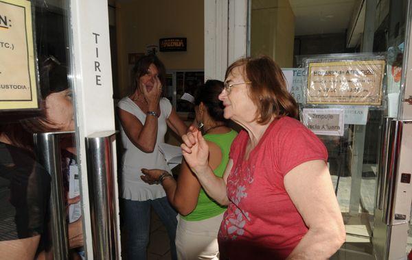 La medida de los empleados del Iapos sorprendió a los afiliados que se habían llegado hasta las oficinas a realizar trámites.