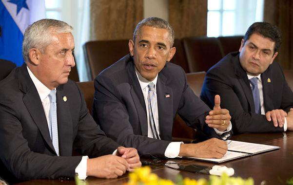 La crisis migratoria. Obama recibió en la Casa Blanca a los mandatarios de Guatemala (izq) y de Honduras.