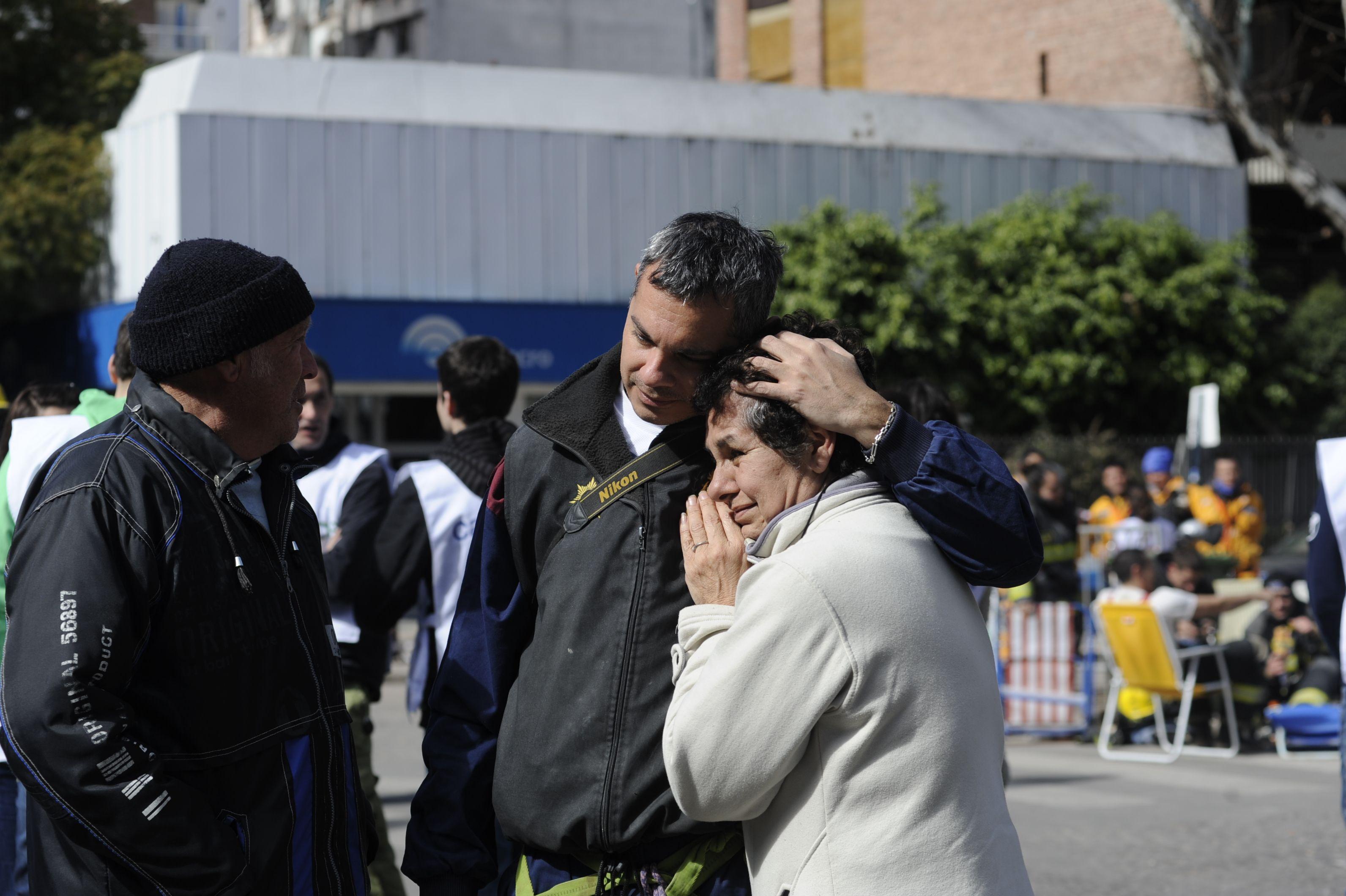 Familiares de víctimas y vecinos afectados por la explosión pueden acceder al servicio del Colegio. (Foto: S. Toriggino)