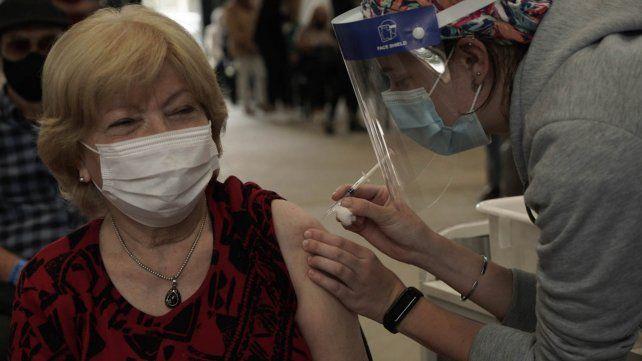 En la provincia de Santa Fe desde diciembre a la fecha se aplicaron un total de 621.371 dosis de las 696.050 recibidas.