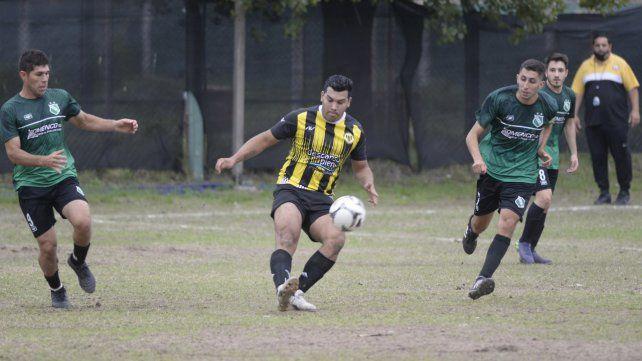 Fútbol suspendido: La jornada del fin de semana en la Asociación Rosarina Fútbol quedó para el otro fin de semana.