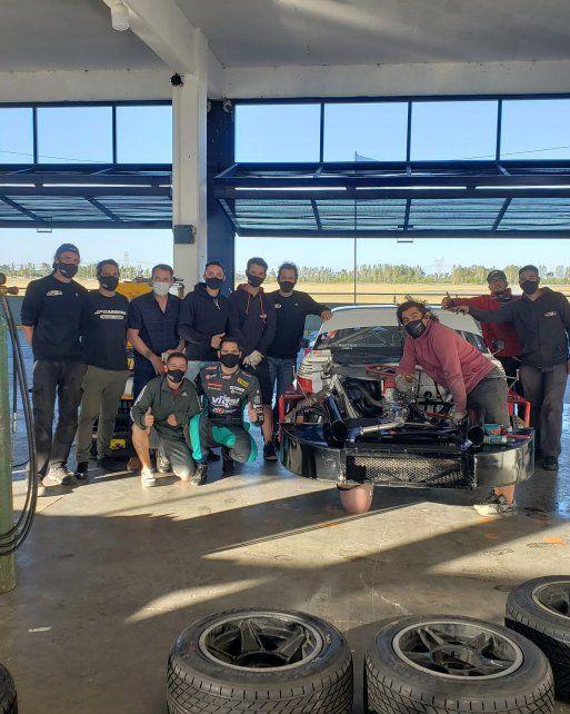 Codo a codo. Facundo Ardusso y sus nuevos compañeros del JP Carrera. Dejó Renault Sport Team y correrá con Chevrolet.
