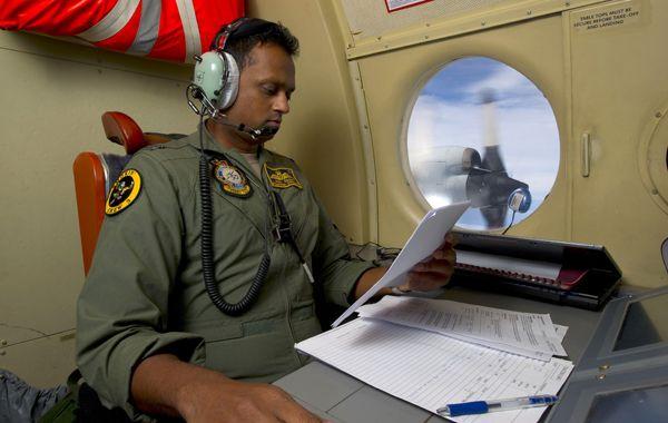 La Fuerza Aérea australiana colabora con la búsqueda.