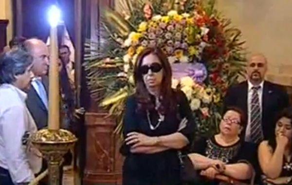 La presidenta pasó por el velatorio de Favio cerca de la medianoche.