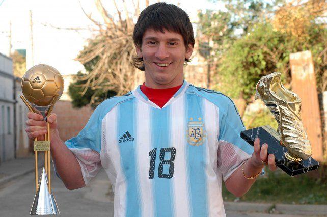 Cuna de crack. Lionel Messi posa para La Capital en Rosario