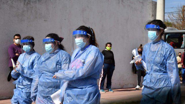 En Argentina hubo más de 7.600 nuevos casos y 209 muertes en 24 horas