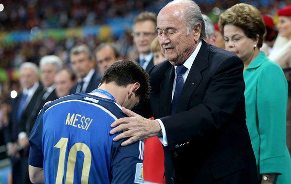 """El presidente de la Fifa consideró que """"fue incorrecta"""" darle el Balón de Oro al crack argentino en el último Mundial."""