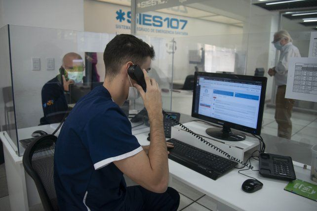 Los operadores son estudiantes avanzados de la carrera de Medicina.