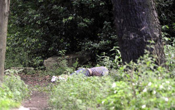 Encontraron baleado a un hombre en un descampado de Avenida del Rosario al 6500