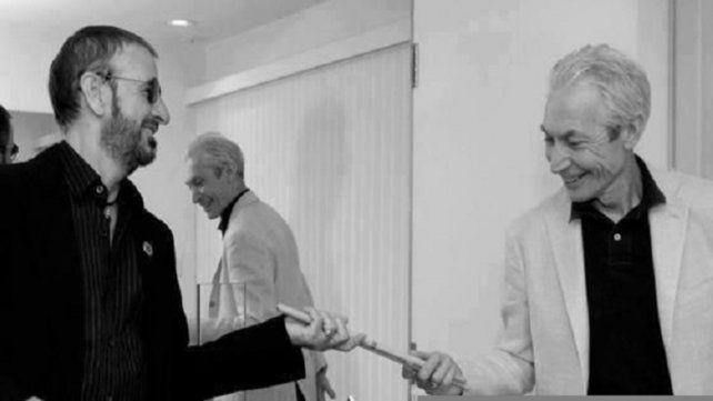 Dos potencias. Ringo Starr y Charlie Watts intercambiando palillos.