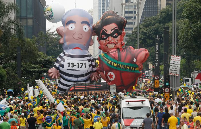 """""""DilMafiosa"""" y """"LuLadrón"""" en las calles paulistas."""