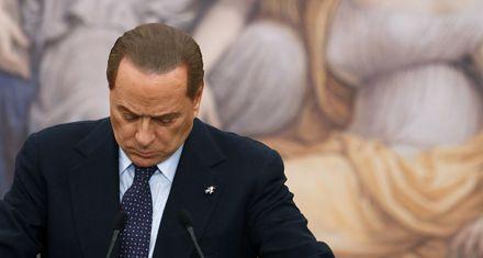 Berlusconi sufre un severo castigo electoral en cuatro referendos clave