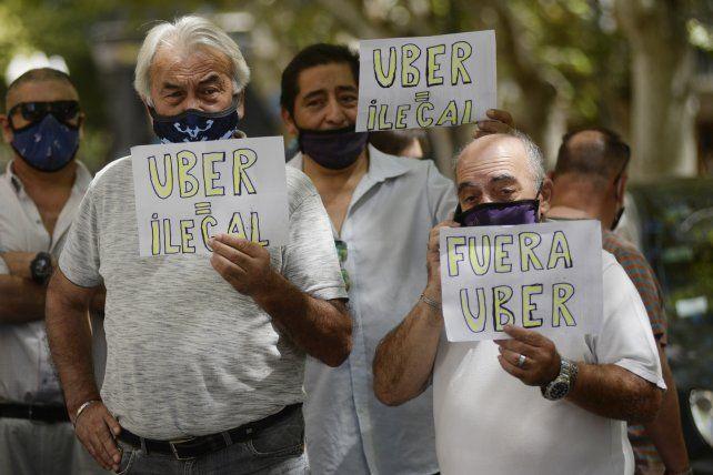 Taxistas y remiseros vienen resistiendo el desembarco de Uber en Rosario.
