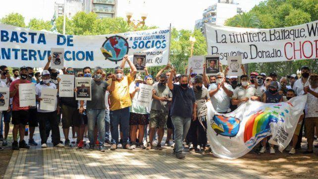 Los manifestantes marcharon hacia la sede de Gobierno para ser atendidos por funcionarios del Inaes