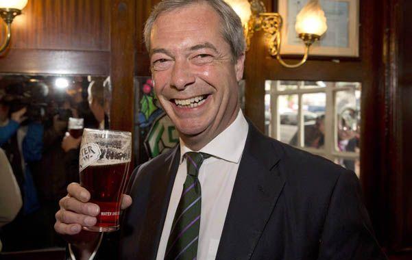 En el pub. El nacionalista inglés Nigel Farage