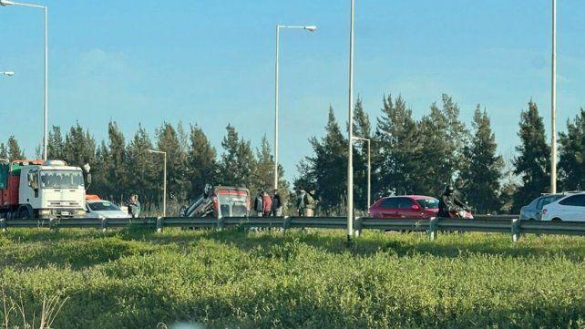El vehículo Renault Kangoo volcó este miércoles a la altura de Funes.