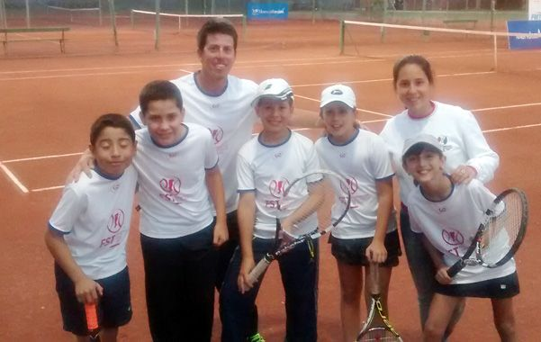 Los tenistas menores de la Asociación Santafesina cumplieron buena labor en el torneo jugado en Mendoza.