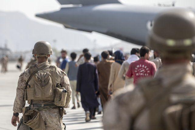 Evacuación de civiles en el aeropuerto de Kabul