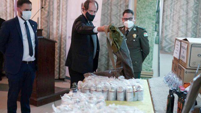El ministro de Gobierno boliviano, Eduardo del Castillo, exhibió las municiones.