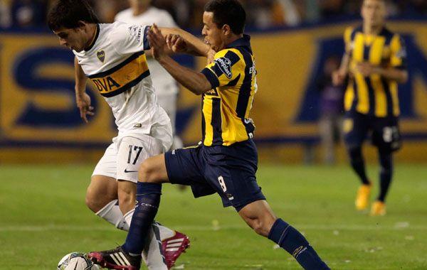 Jonás Aguirre intenta dejar en el camino a Marín