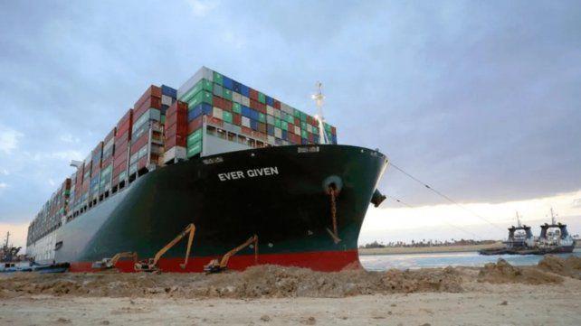 Tras el incidente en el canal de Suez, Egipto pide una indemnización de mil millones de dólares