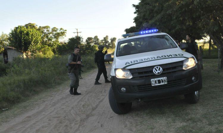 Efectivos de diversas fuerzas participaron del operativo en Cayastá y Helvecia. (Foto: NA)