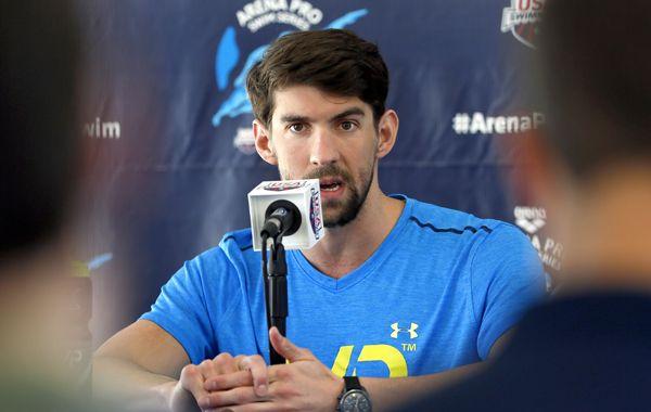Phelps vuelve a las competencias tras cumplir la suspensión que le impuso USA Swimming.