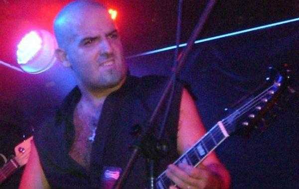 El guitarrista de la banda de rock Rústicos falleció tras recibir una descarga eléctrica en pleno escenario mientras tocaba en un pub.