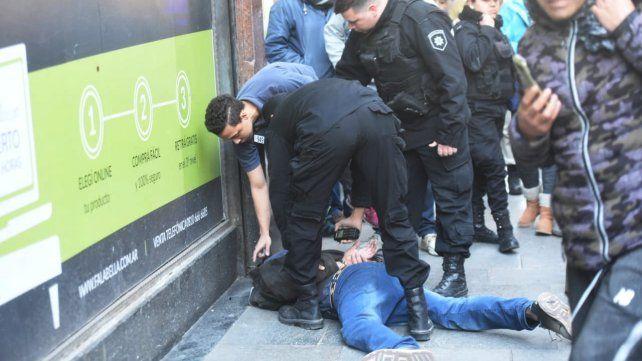 Robó en la peatonal Córdoba, pero fue perseguido y atrapado por personal policial
