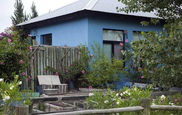 Paradisíaca. La mansión de Gianfranco Macri se caracteriza por el color azul pleno con el que está pintada.