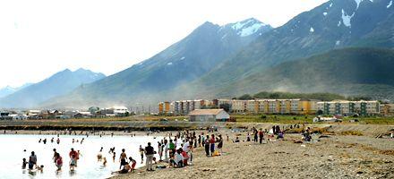 Una inusual ola de calor llena las playas de bañistas en Ushuaia