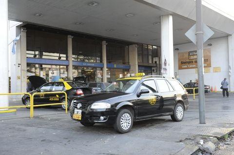 Los choferes de taxis reclaman urgente aumento salarial. (Foto: S.S.Meccia)