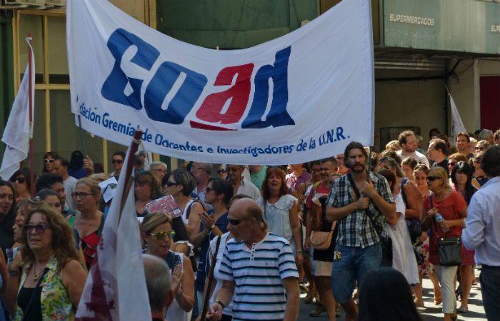 Los docentes pararán mañana y pasado en las facultades públicas de Rosario.
