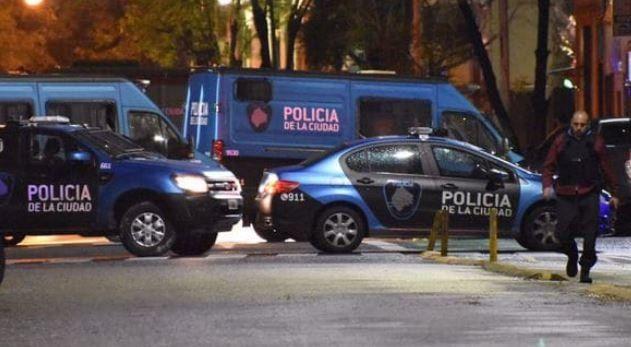 Policías fueron tomados como rehenes durante ocho horas por dos delincuentes armados