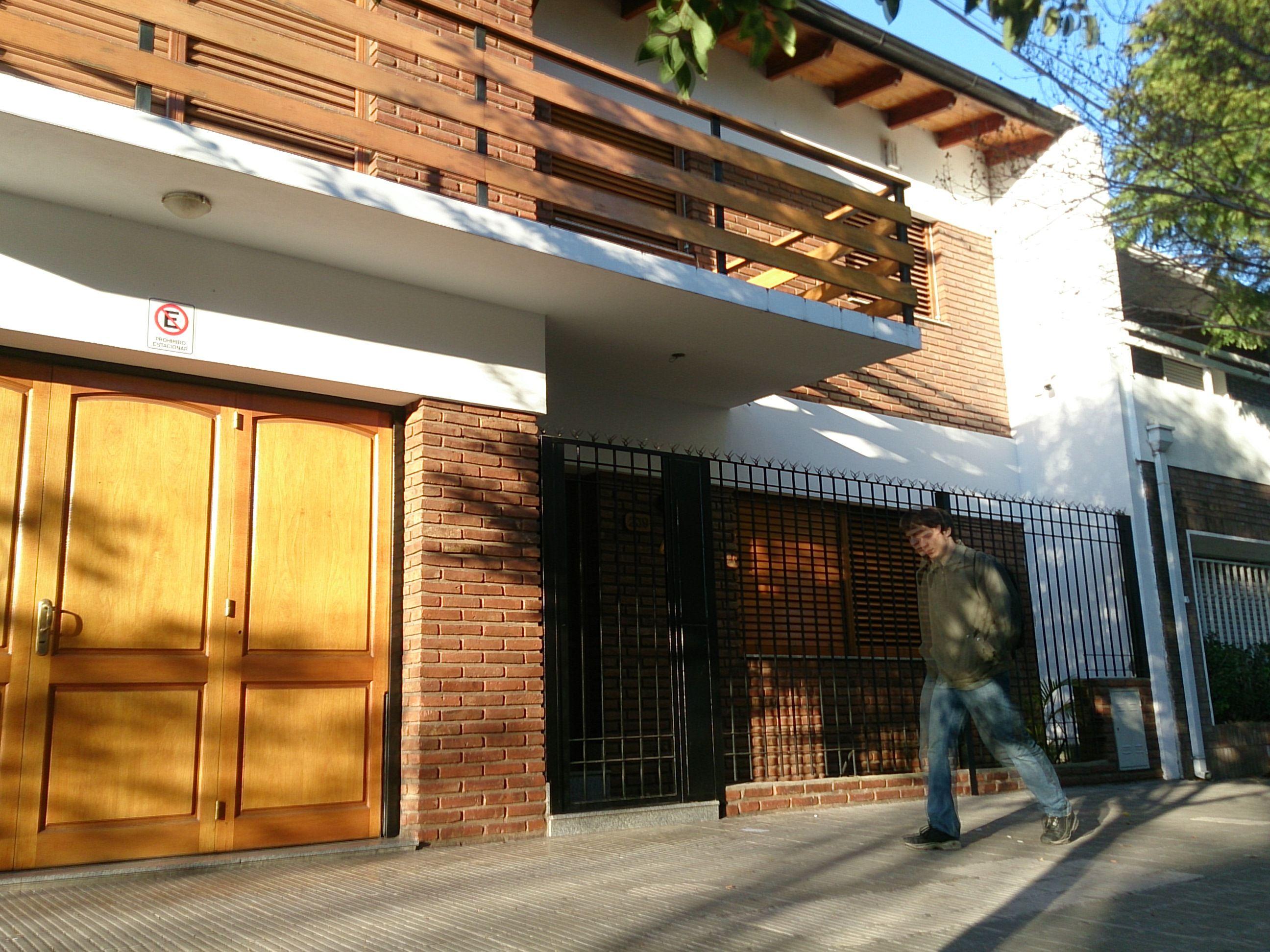 El asalto ocurrió ayer cerca del mediodía en Ocampo al 200. (Foto: Celina M. Lovera)