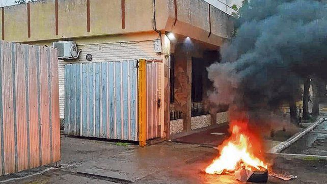 Rechazo. Los trabajadores comunales de Maciel resisten las cesantías del interventor contra cinco empleados.
